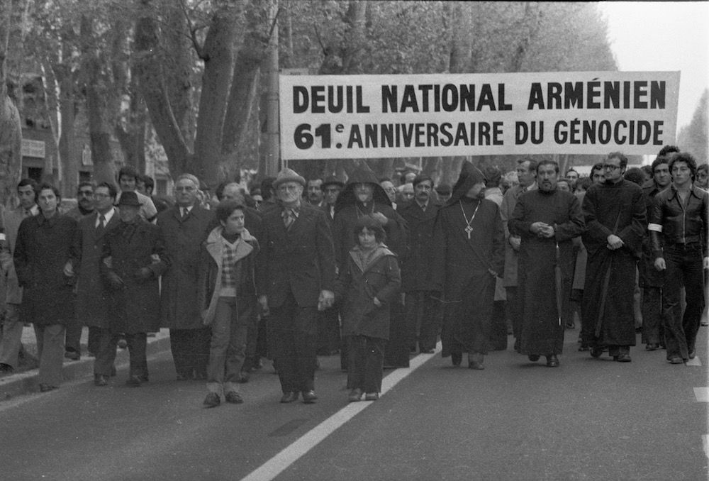 coll-vheloyan-defile-24avril1976-0028 - Année: 1976