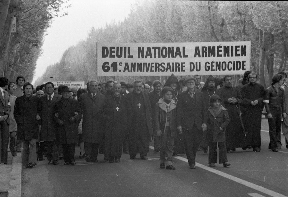 coll-vheloyan-defile-24avril1976-0030 - Année: 1976