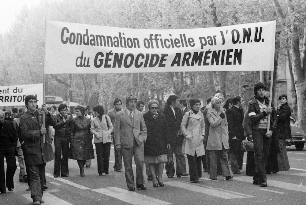 coll-vheloyan-defile-24avril1976-0092 - Année: 1976